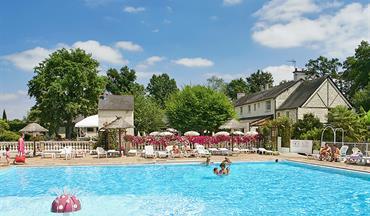 Domaine de la br che camping de luxe en maine et loire for Club piscine anjou