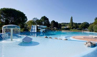 Le ruisseau des pyr n es camping de luxe en pyr n es for Camping avec piscine pays basque