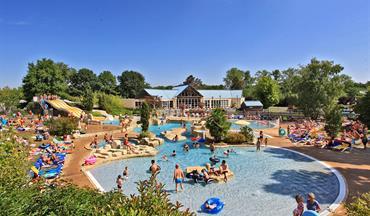 Parc de fierbois camping de luxe en indre et loire for Camping indre et loire avec piscine couverte